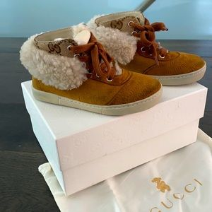 Gucci kids shearling boots size 7 in tan